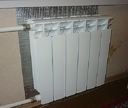 Утеплитель за радиатором отопления