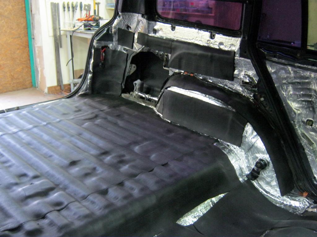 Шумка багажника автомобиля